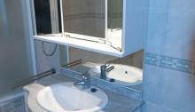 L'usage du  vinaigre  pour laver également votre carrelage de salle de bain vous permet d'économiser sur l'achat des produits ménagers