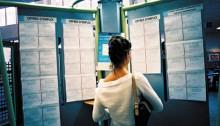 Jeune femme à la recherche d'un emploi
